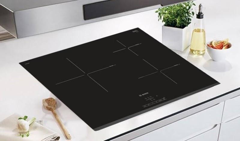 Thiết kế đẳng cấp với sắc đen bóng của nhà bếp từ Bosch PIJ675FC1E